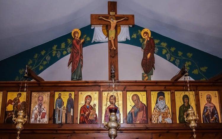Photo of Προσκύνηση Εικόνων και Λειψάνων: Η τιμή προς τους Αγίους