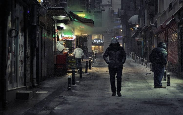 Photo of Νύχτα Τσικνοπέμπτης και ο παπάς στους… δρόμους