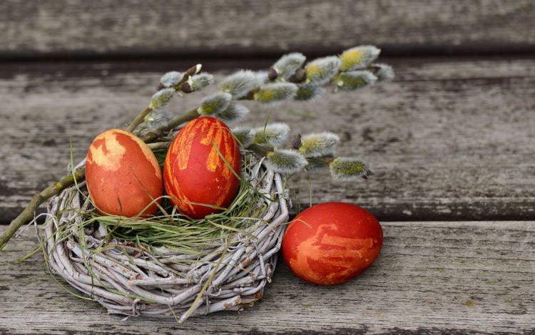 Γιατί βάφουμε κόκκινα αυγά το Πάσχα;